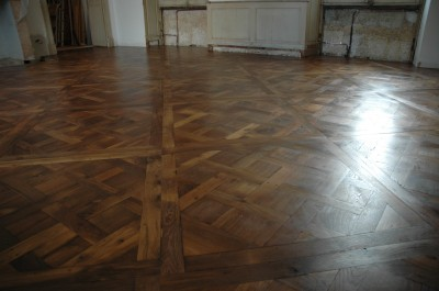 Plancher large ancien  en chêne ou châtaignier