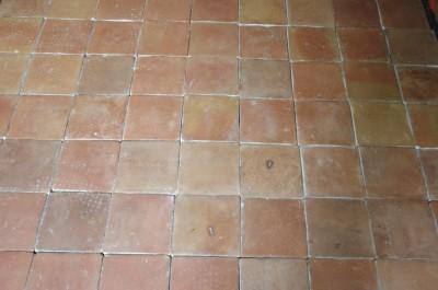 carrelage terre cuite orangée cuite au feu de bois, 20 X 20 cm ( neuf) Prix du M2 HT départ Toulouse : 65 €