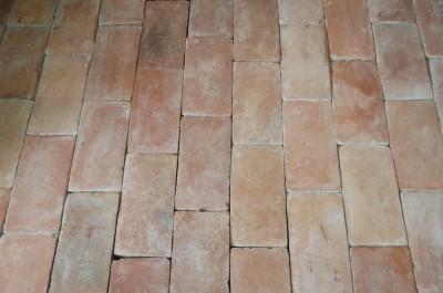 Carrelage terre cuite rectangulaire orangé, 15 X 30 cm ( neuf) Prix du M2 HT départ Toulouse : 65 €