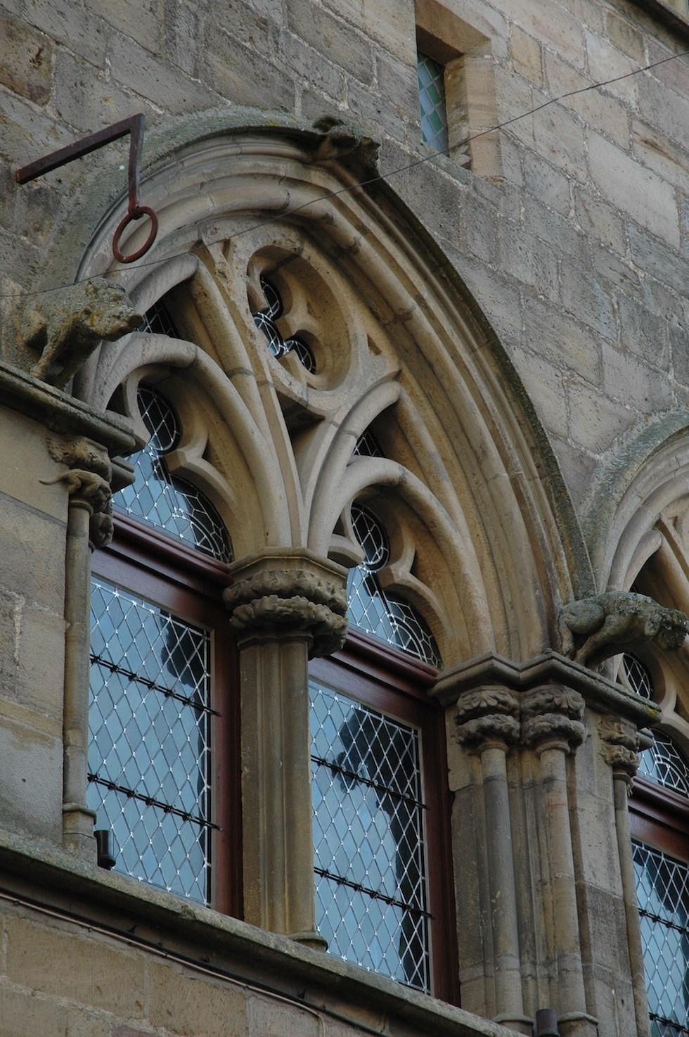 Fenêtres géminées trilobées, CORDES SUR CIEL , 81