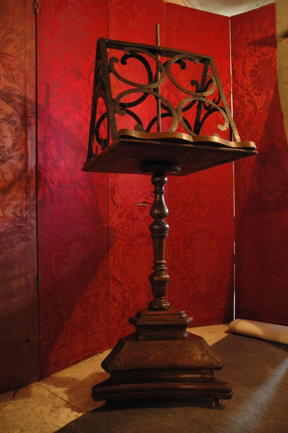 Lutrin chêne, noyer et fer forgé d'époque Louis XIV
