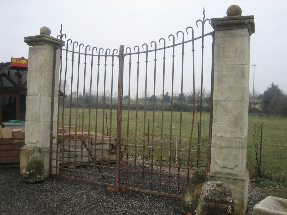 Portail d'époque XIX ème avec 60 Ml de grilles de mur dans le même motif